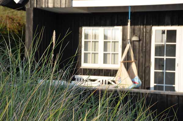 Selbst genähte Federwiege auf der Terrasse, Dünen