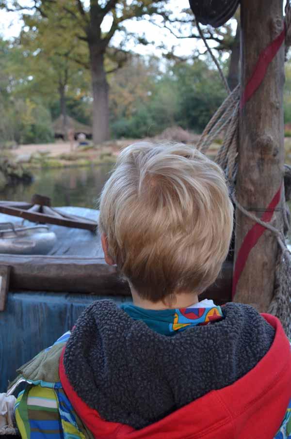 großer Sohn im Boot