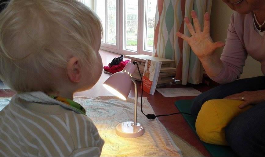 Babygebärden Lampe an