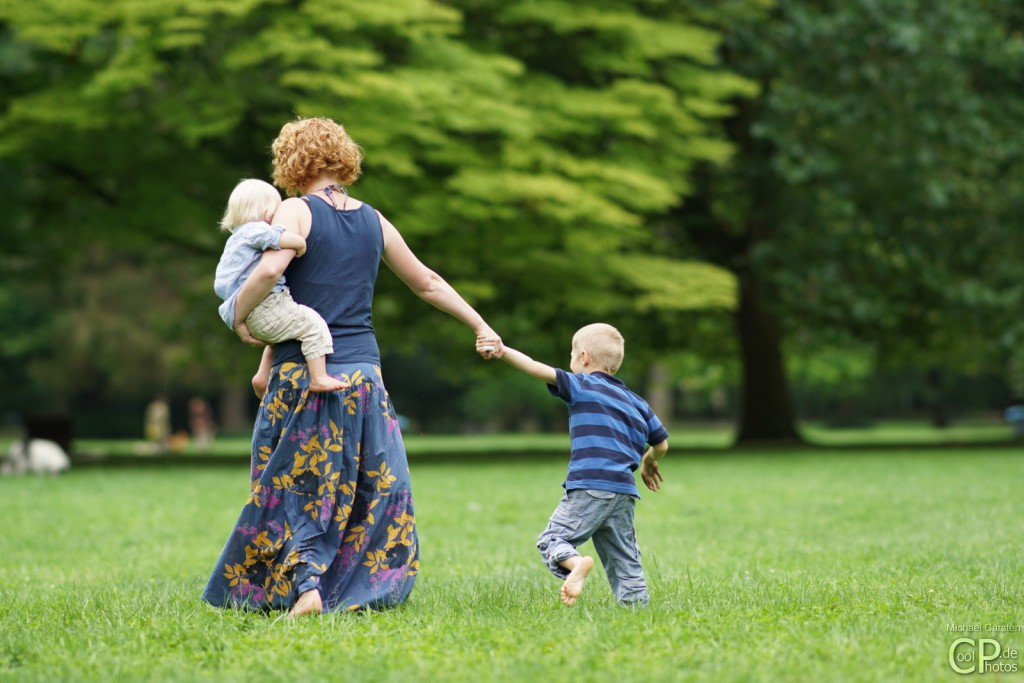Barfuß laufen Familie