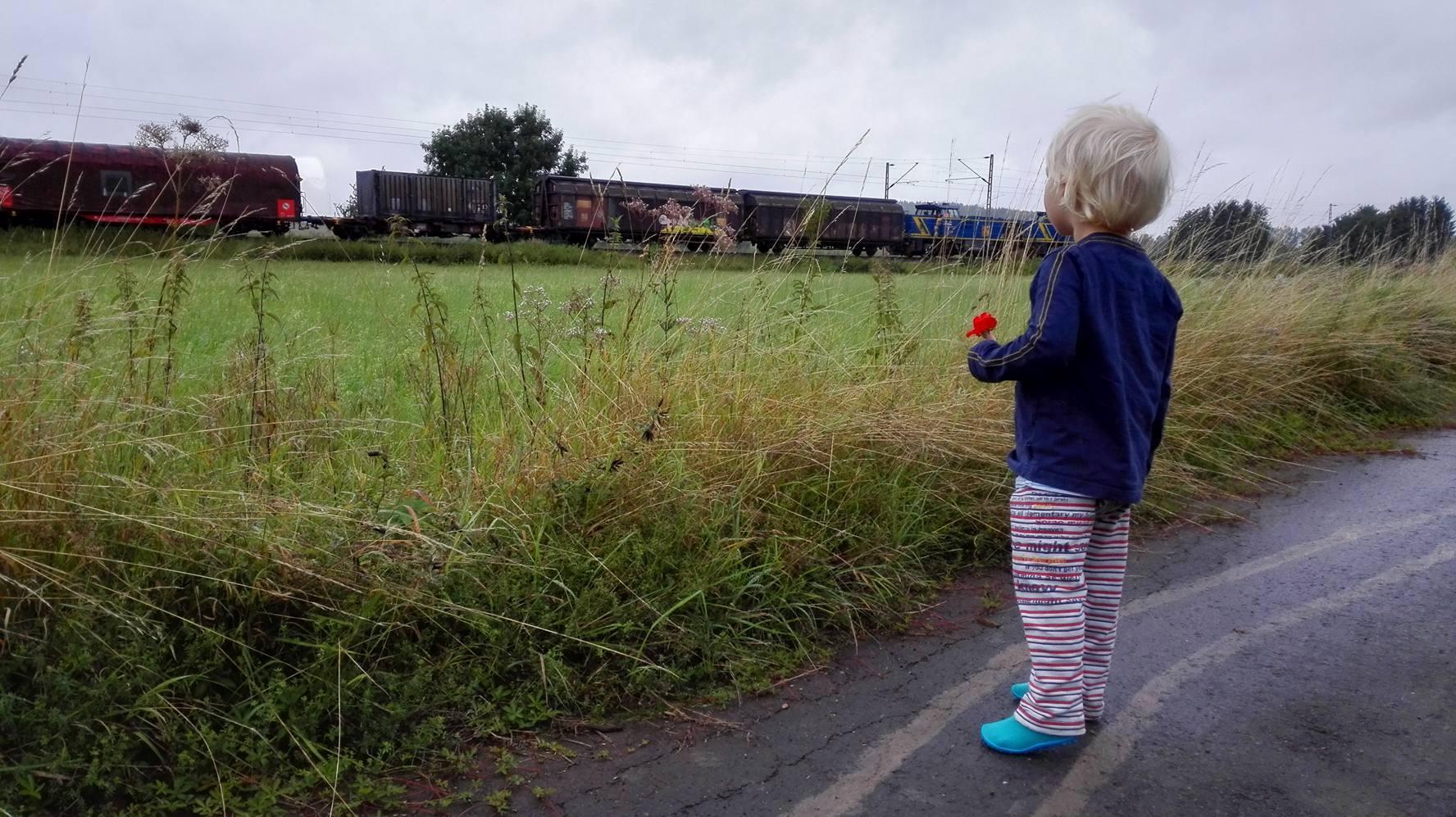 Kind und Zug